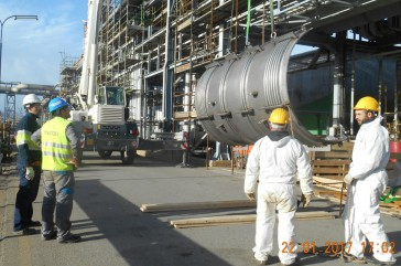 Emergency repair at a refinery