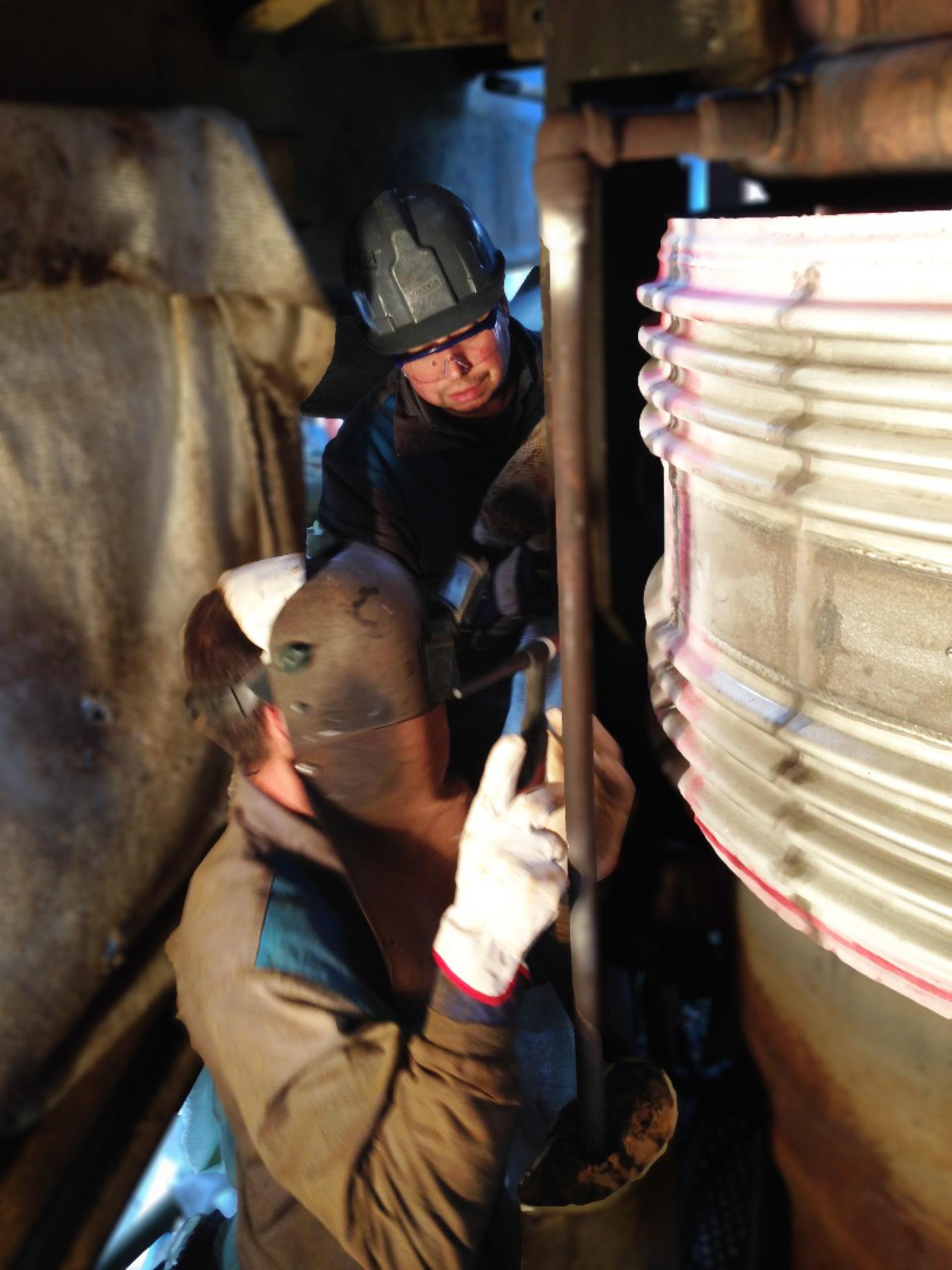 Instalación de junta clamshell durante una actuación de emergencia en cliente