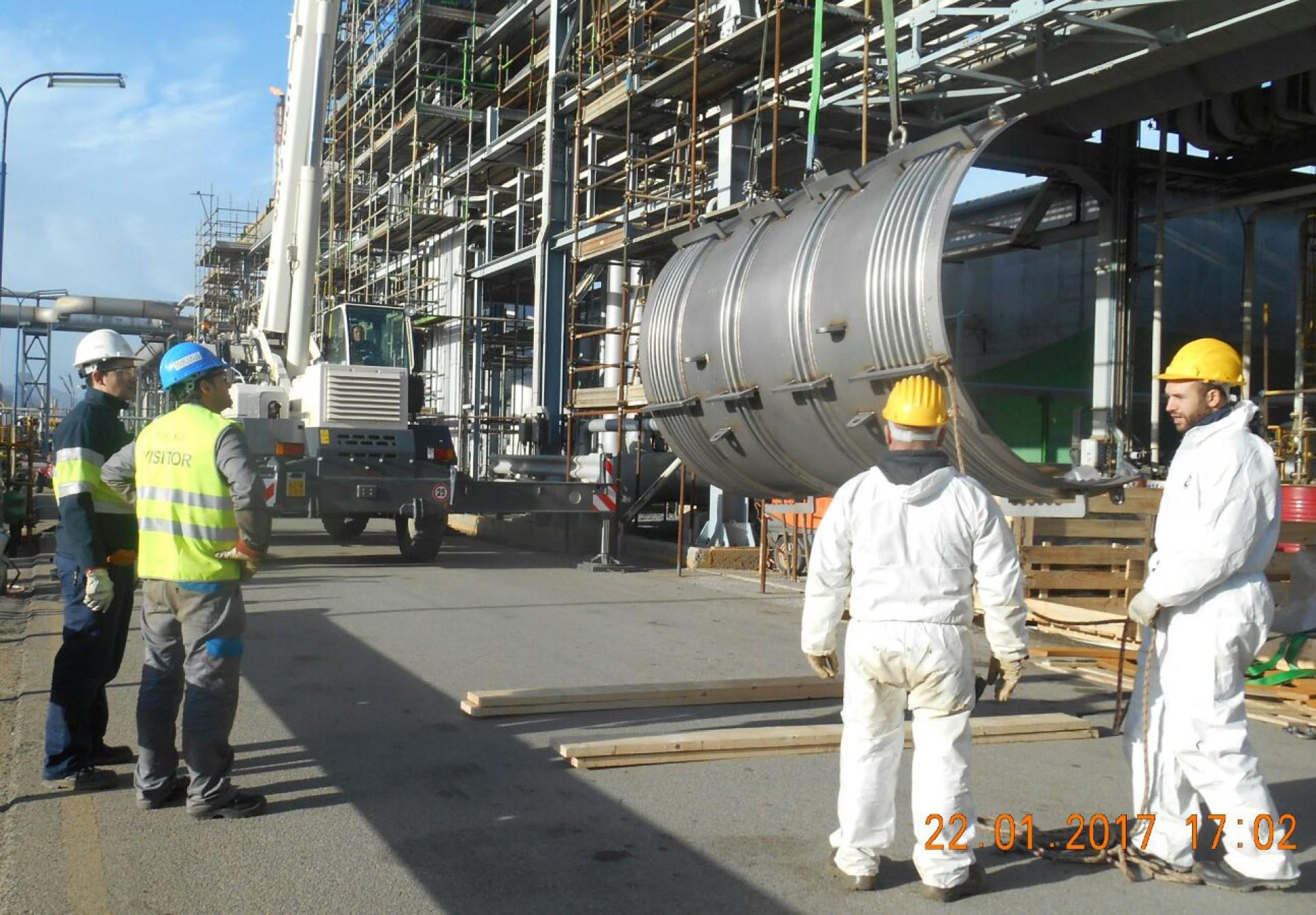 Reparación de emergencia en refinería