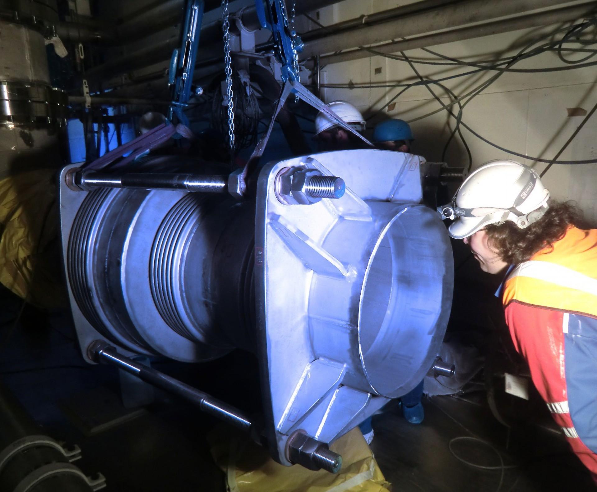 Instalación supervisada de una autocompensada en línea en una central nuclear