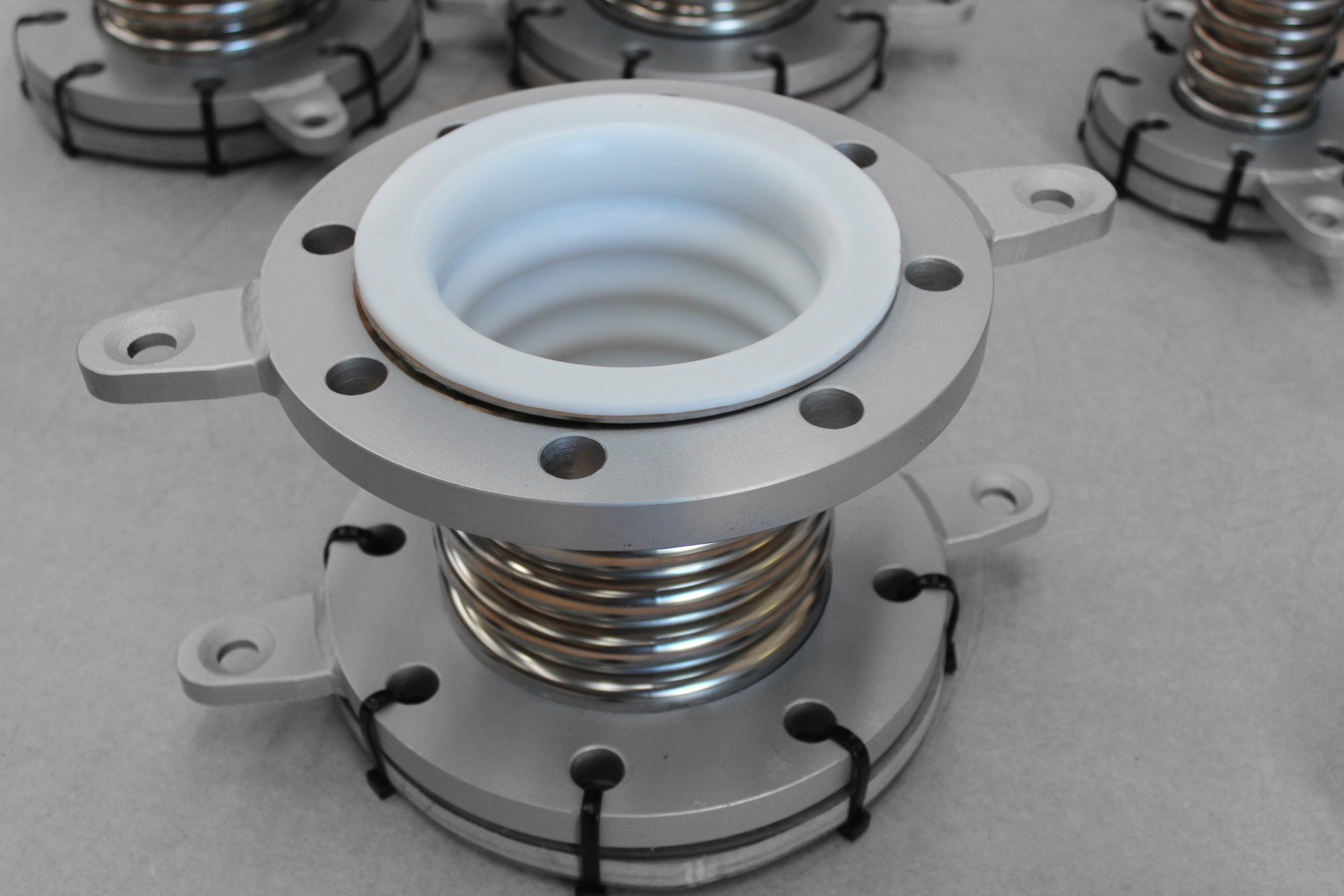 PTFE lined metal expansion joint