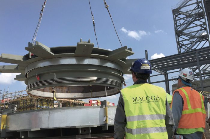Trabajo de instalación en planta en Cricket Valley Energy Center en Dover, Nueva York, USA