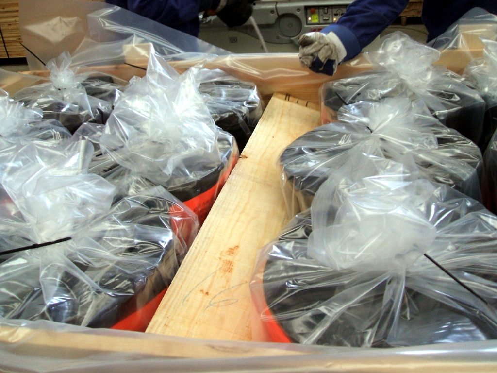 Dec. 2010 - Special packing protection against corrosion for Expansion Joints.